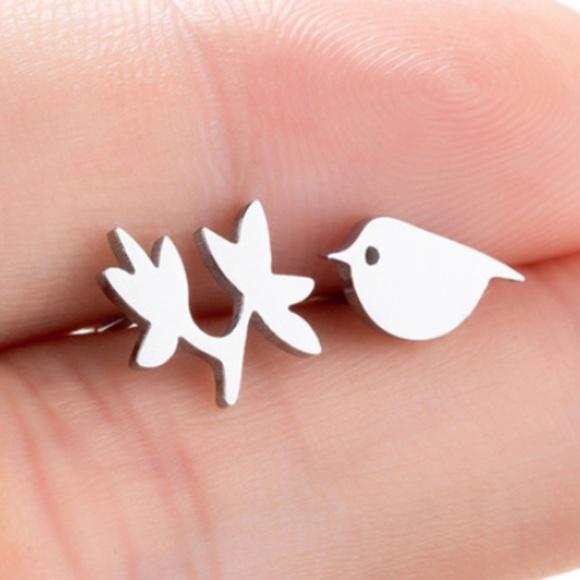Jewelry - Stud bird shape Small earrings